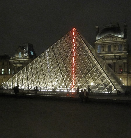 2018 12 06 IMG_0765 Louvre Pyramide Nocturne TLM